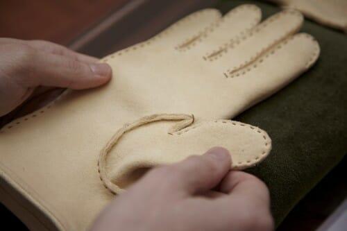 Żółte rękawiczki irchowe od Czesława Jamrozińskiego