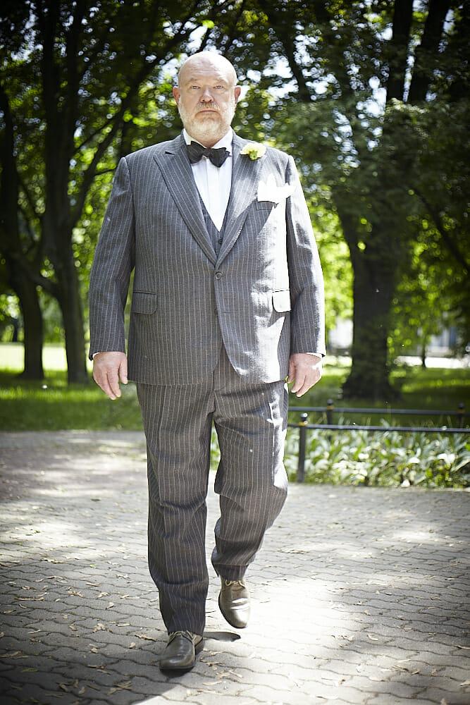 89f1ab06f Szyjąc garnitur dla dużej sylwetki w pierwszej kolejności należy wybrać  odpowiednią tkaninę. Wielu mężczyzn z brzuszkiem ma problem z dużą  potliwością.