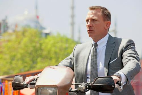 James Bond na szaro