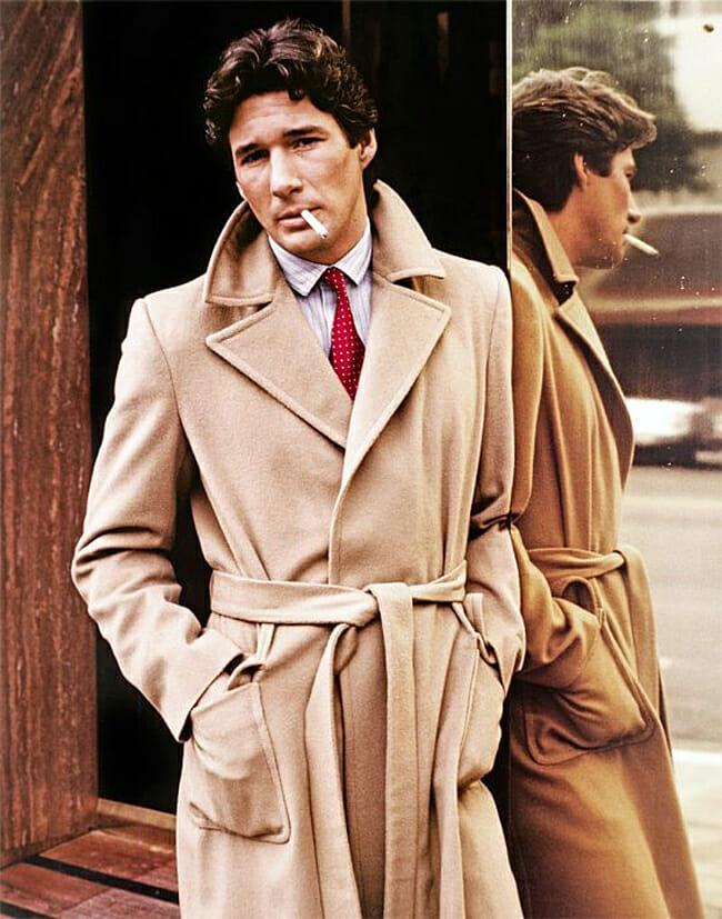 Aktor Richard Gere w płaszczu polo