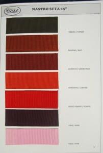 wstążki w odcieniach czerwieni
