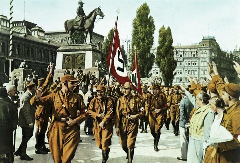 Horst Wessel an der Spitze seines Sturmes in Nürnberg, 1929