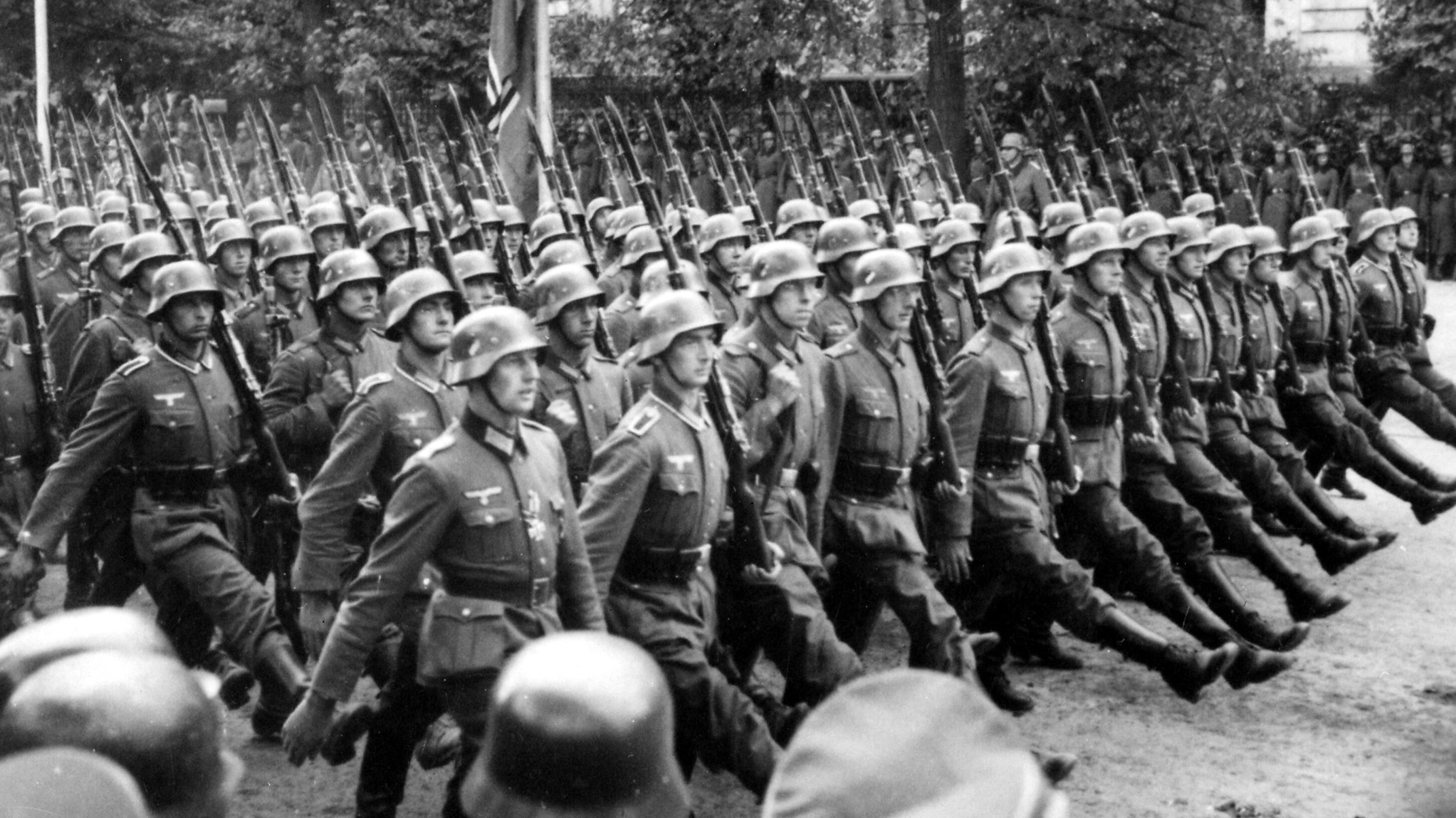 U nedjelju strijeljanje stoko German_troops_parade_through_Warsaw_Poland_09-1939_-_NARA_-_559369