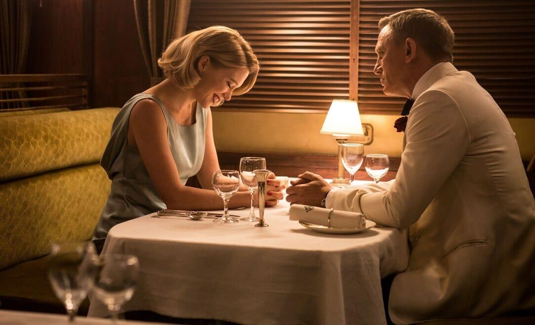James-Bond na kolacji z piękną kobietą
