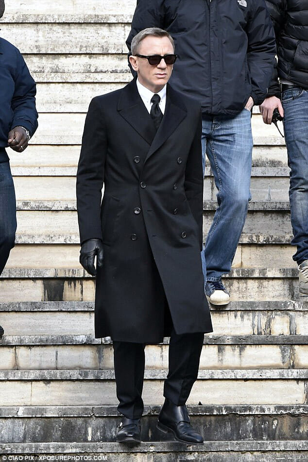 James-Bond-SPECTRE-Greatcoat-in-Rome