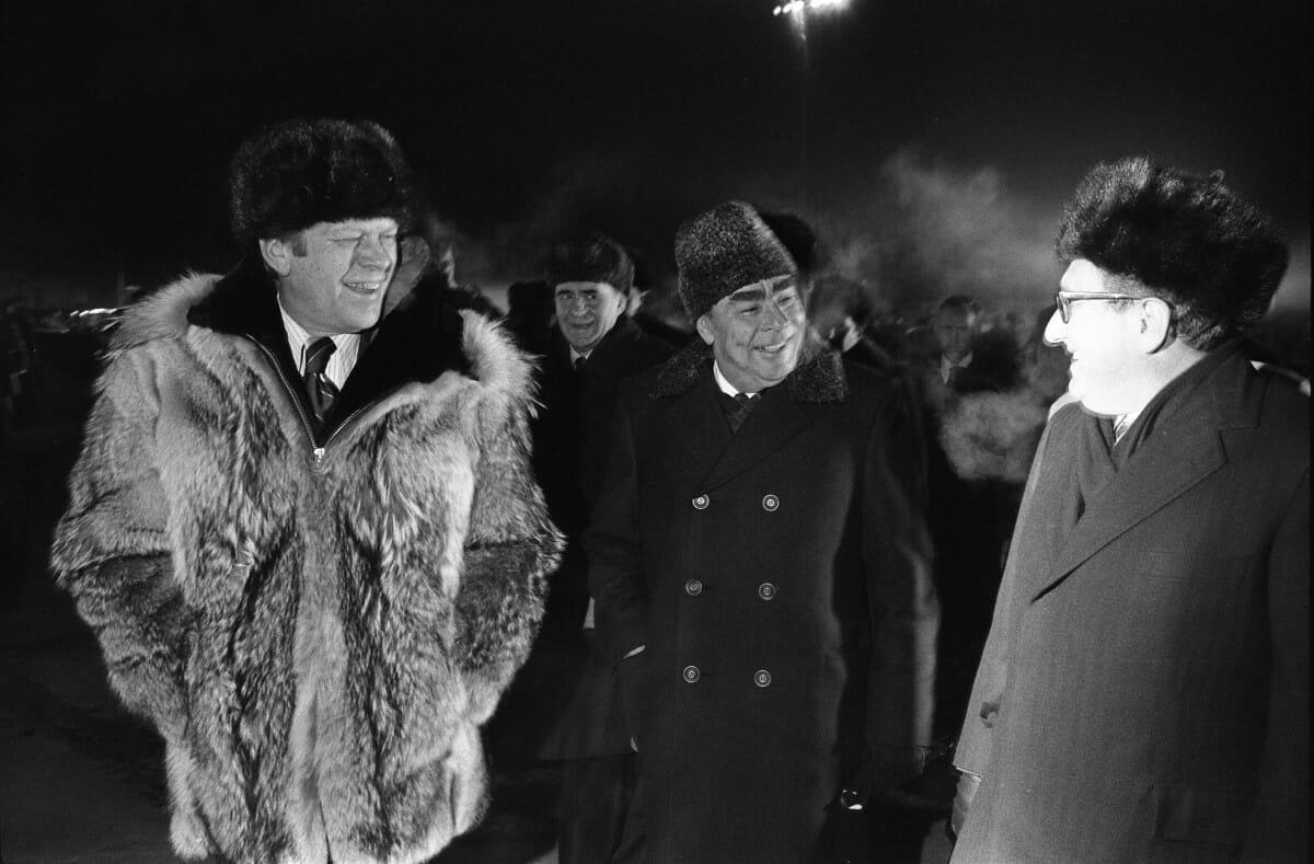 President_Ford_informally_concludes_the_Vladivostok_Summit_-_NARA_-_7062568