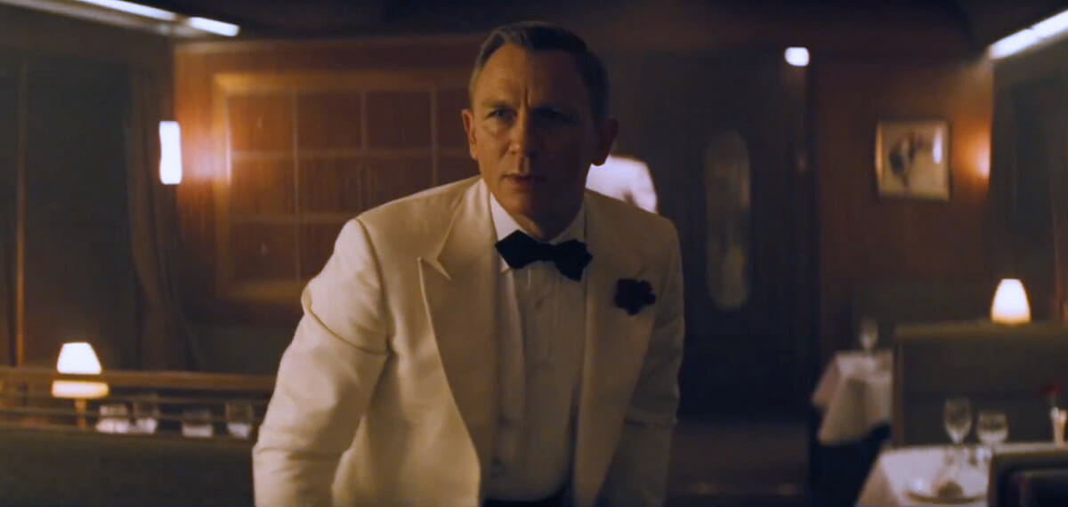 Spectre-trailer-ivory-dinner-jacket