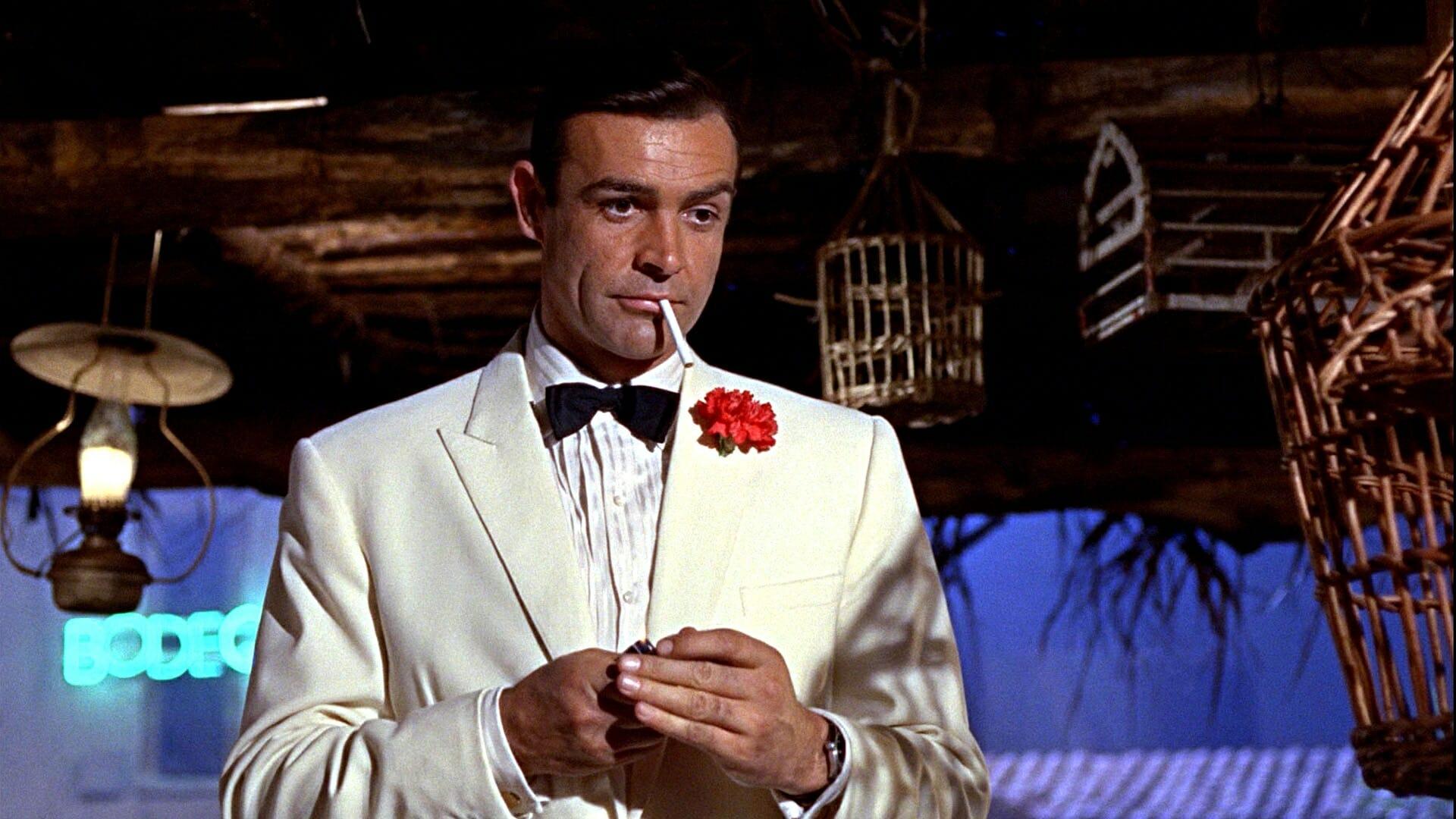 4991d13094a87 James Bond – twardziel w białym smokingu