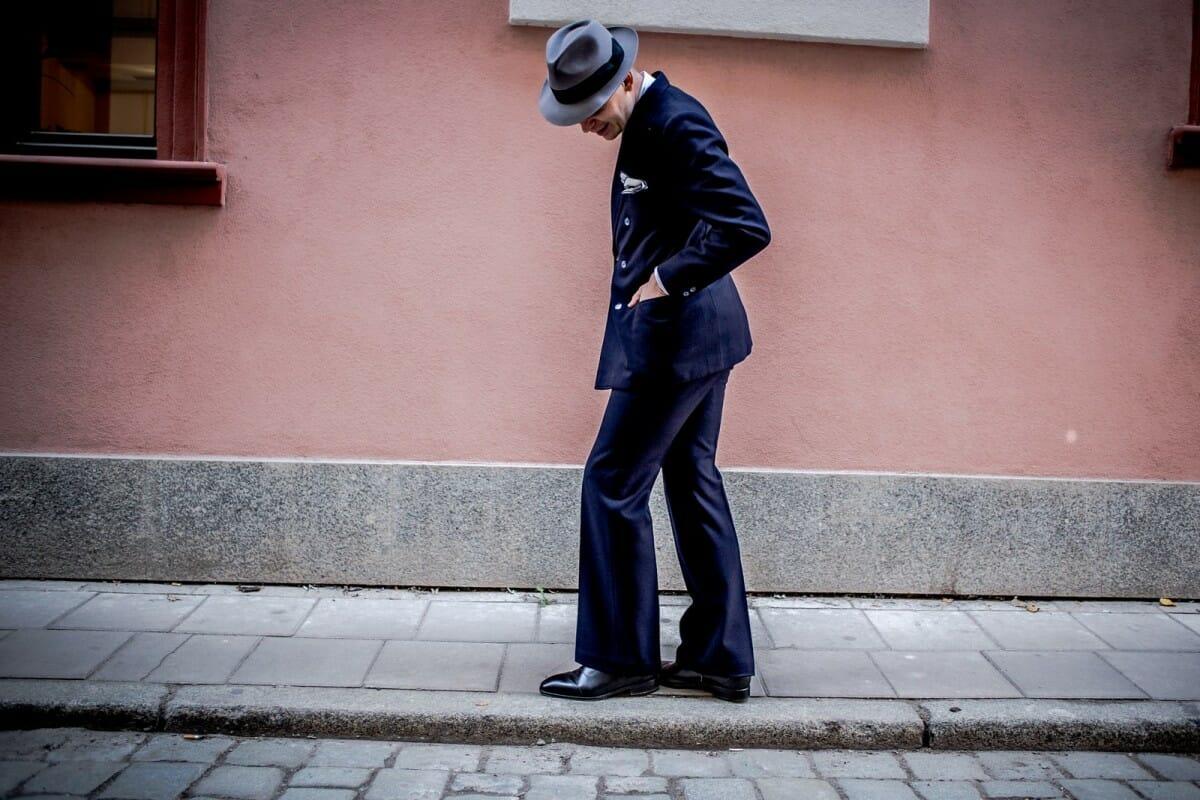granatowe spodnie męskie