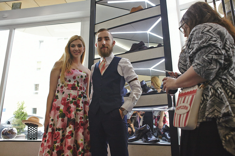 Zadowoleni klienci w butiku Zack Roman