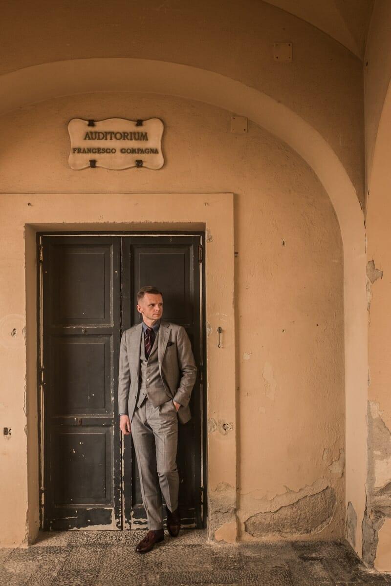 elegancki garnitur w kratę
