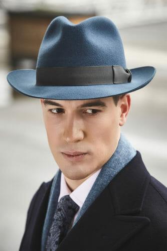 Niebieski kapelusz