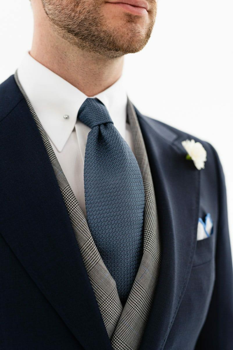 Krawat ślubny do granatowego garnituru
