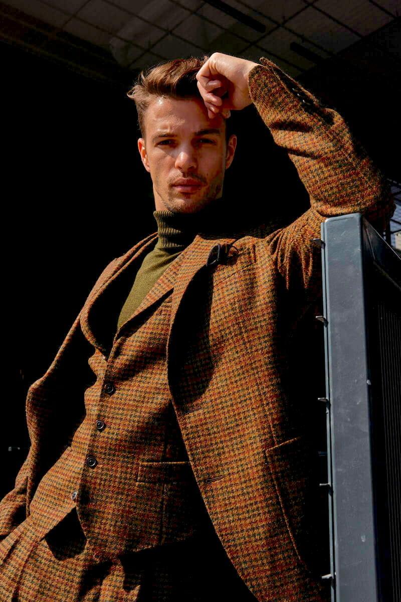 brązowa marynarka tweedowa męska
