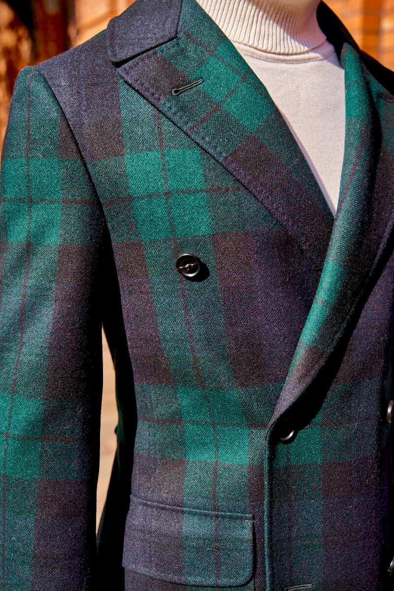 modny płaszcz męski w kratę