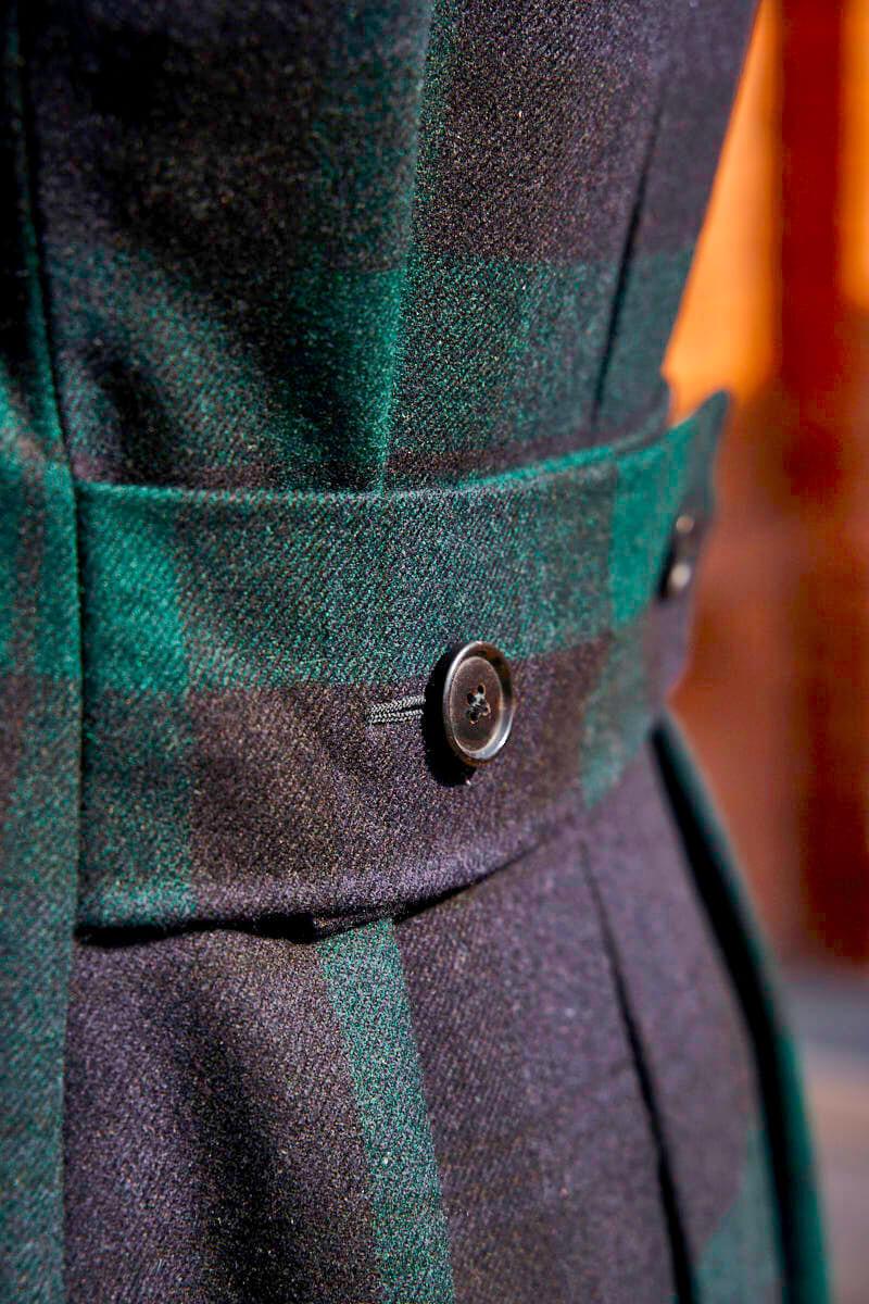 płaszcz męski w kratę z pasem